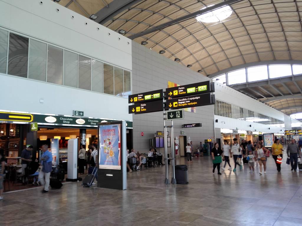Aeroporto Alicante : Alicante airport thieves arrested the leader newspaper