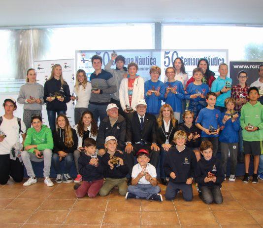 Foto de familia de los vencedores en la 50 Semana Náutica de Alicante (Foto: Pep Portas)