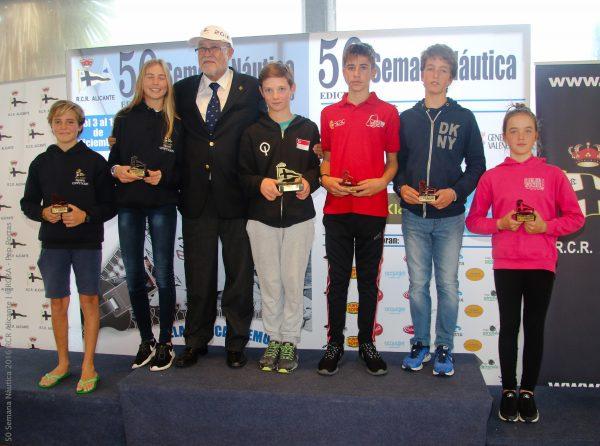 Podio de la clase Optimist A, con el suizo Maxime Thommen como vencedor absoluto