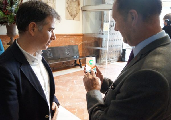 Mayor Emilio Bascuñana with the app developer