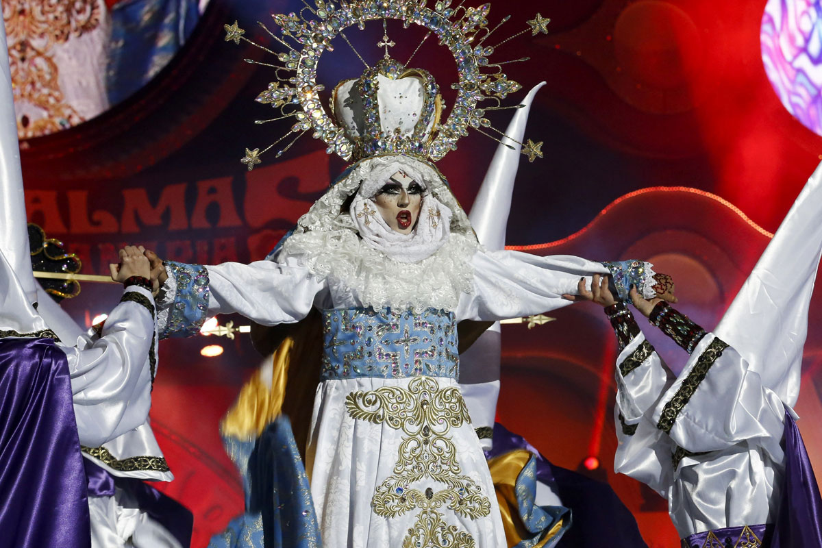 Controversy At The Carnival The Leader Newspaper # Muebles Roman Malaga