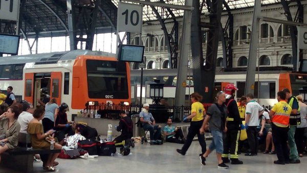 UPDATED – OVER 50 INJURED IN BARCELONA EARLY MORNING TRAIN CRASH