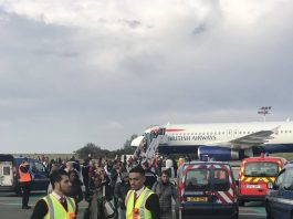 British Airways plane held on Paris Airport runway amid security threat (Photo: Twitter/jsa)