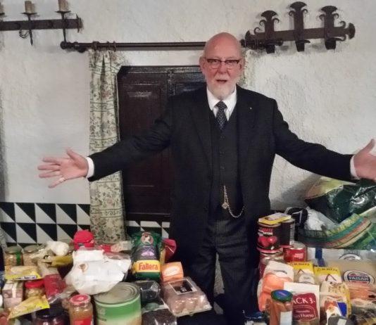 Local Freemasons donate to Gandia men's hospice