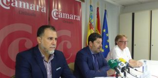 Chamber President, Mario Martínez in the centre