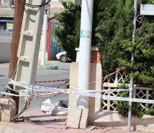 Broken pylon a danger to pedestrians and traffic