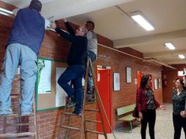 The Councilor for Education, Inmaculada Martínez, inspecting the electrical improvements at the Balsicas School