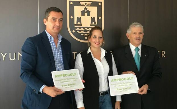 Councillor for sport Estíbaliz Masegosa, with Murcia's Director of Sport, Alonso Gómez and the president of Amprogolf, García Cascales.