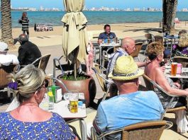 Tourists enjoying the sunshine on the Mar Menor