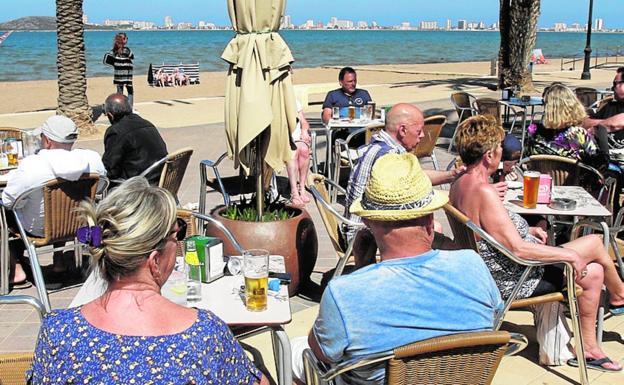 Tourists enjoying the sunshine on the Mar Menor