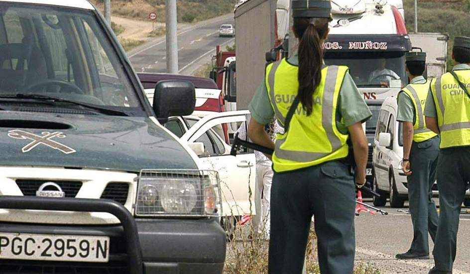 Truck drivers at Guardia checkpoint