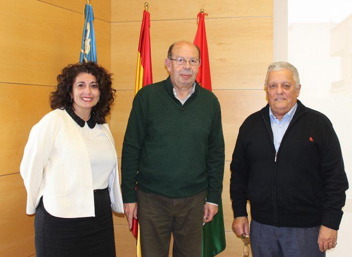 Councillor Pilar Maria Samper Navarro with Mayor Ignacia Ramos and Eddie Coleman