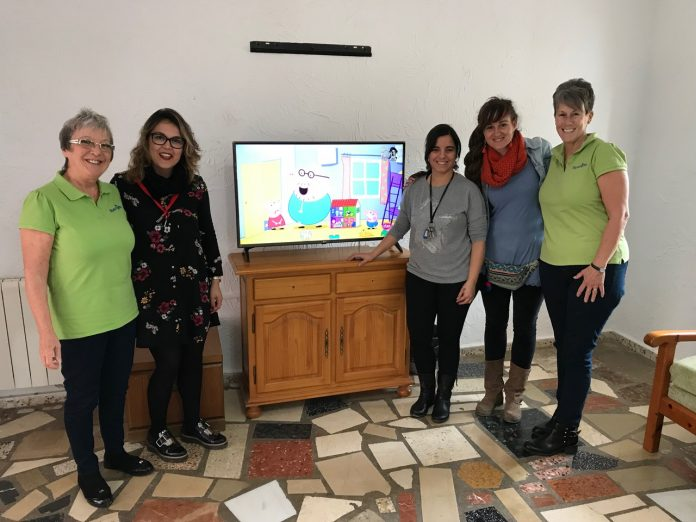 Wendy and Lyn went to Altea on 6 January to present the childrens home with their new TV