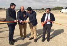 the general director of the Mar Menor, Antonio Luengo, the mayor José Miguel Luengo and Antonio Fructuoso, on the right, declaring the site open.