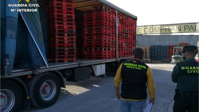 Three detained for theft of 4,000 pallets