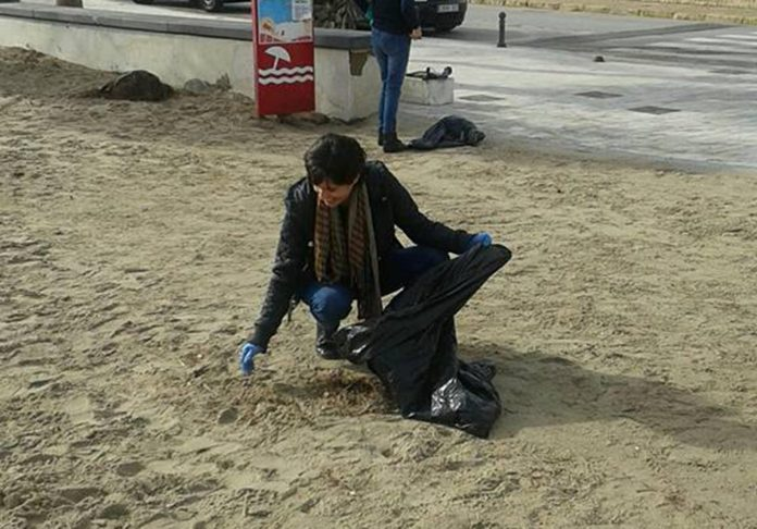 Councillor for the Beaches Louise Boné leding a hand during a recent clean up