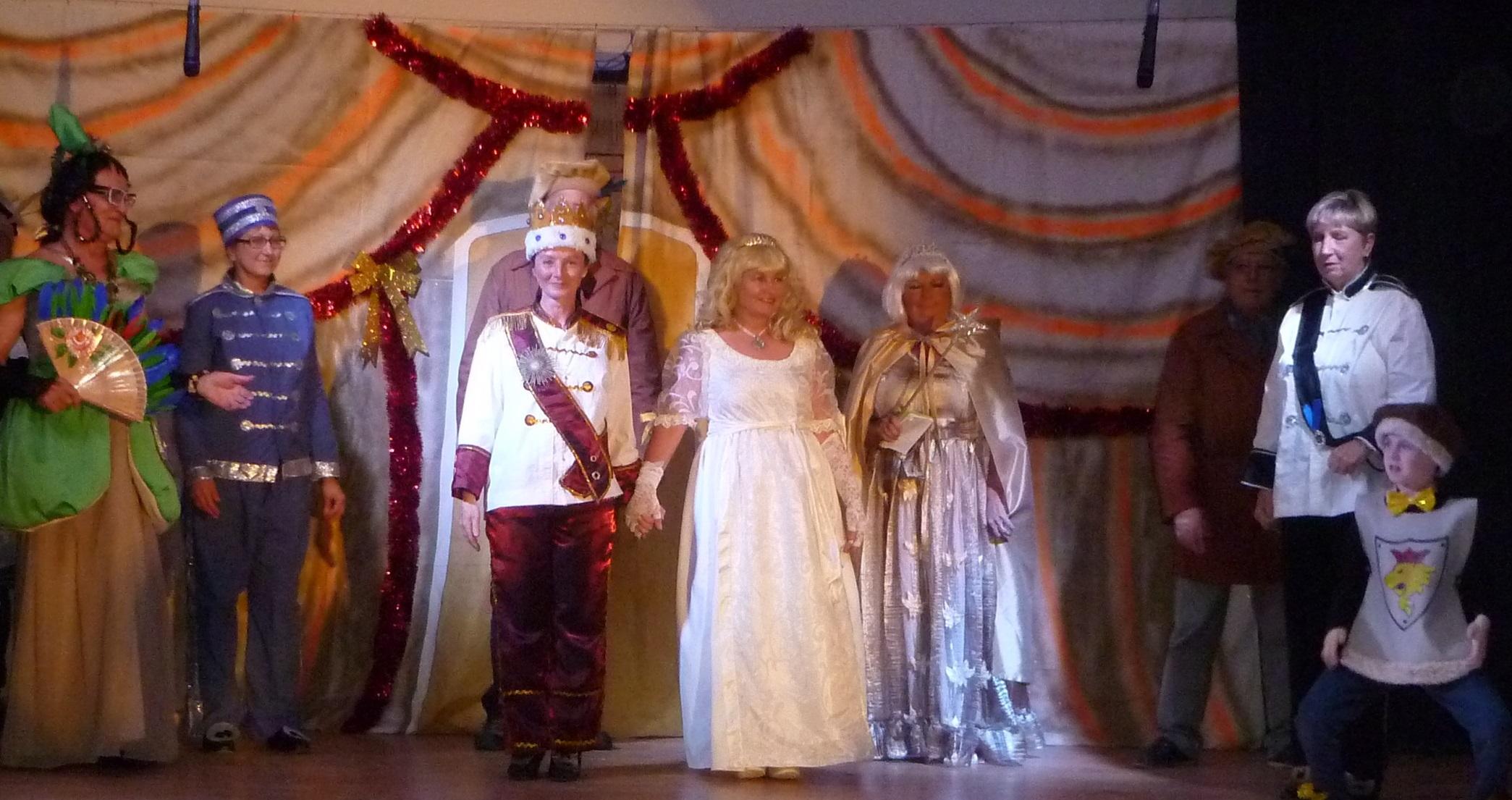 Cinderella Comes To Hond N De Los Frailes The Leader Newspaper # Muebles Hondon De Los Frailes