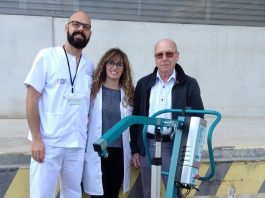 Local Masons donate patient bed lift to Torrevieja Hospital.