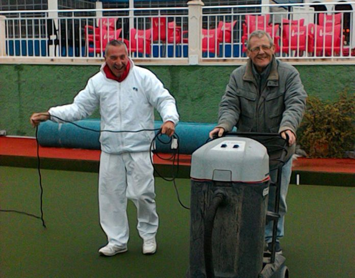 Green Keepers Ian and Ken Hope.