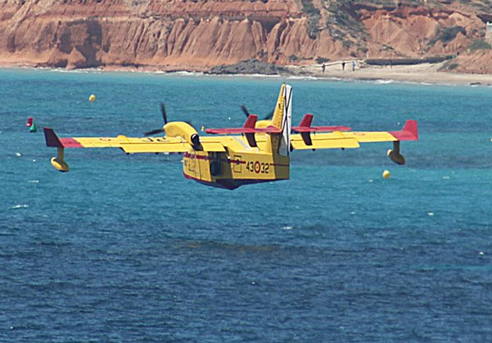 Low flying manoeuvres over Torrevieja