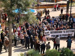 "Torrevieja mayor joins in protest for ""decent"" public pensions"