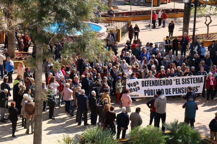 Torrevieja mayor joins in protest for