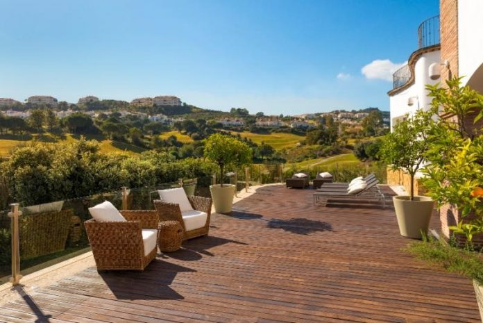 Taylor Wimpey España serve up these ace holiday homes for tennis lovers
