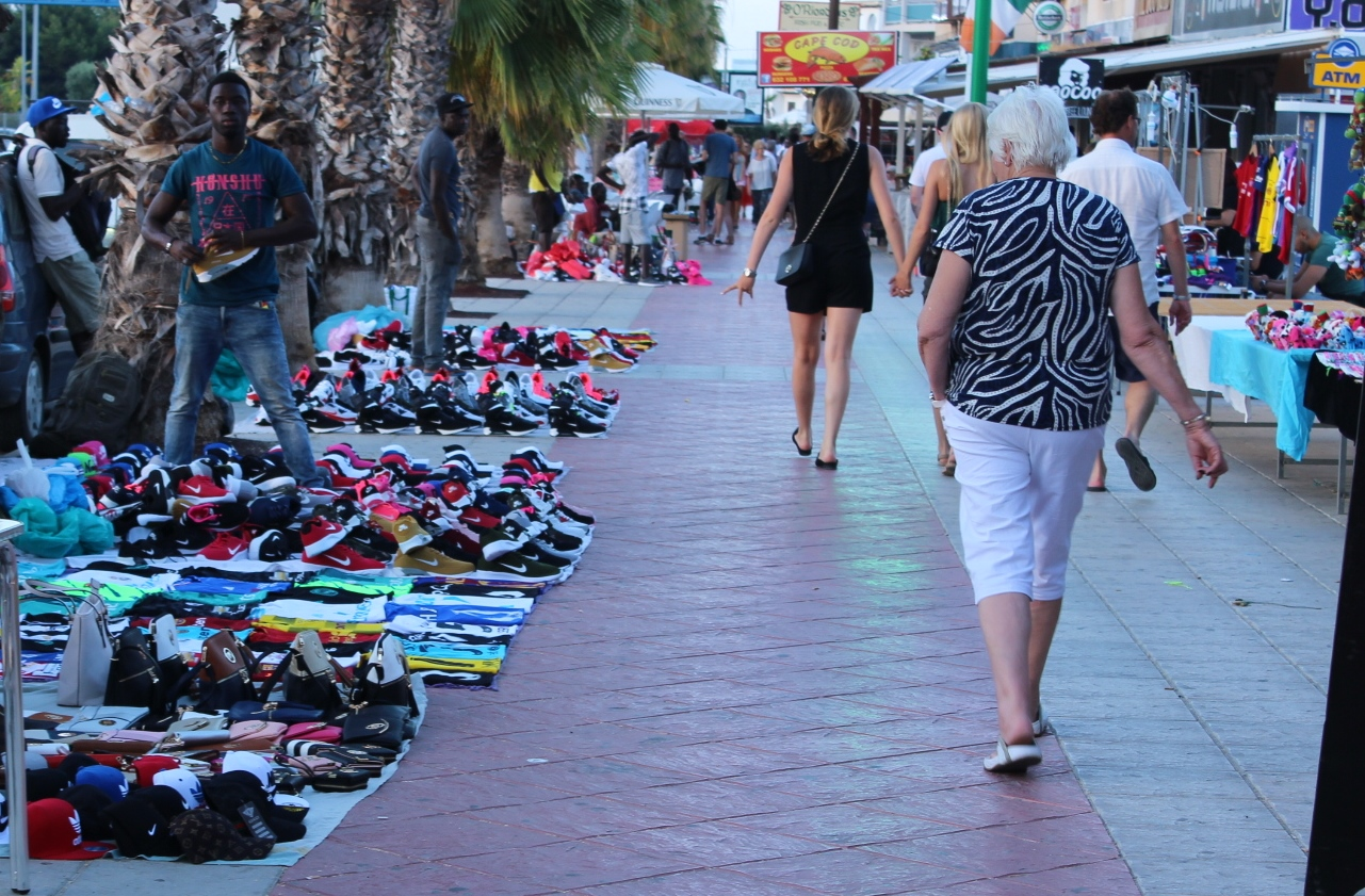 Orihuela Police confiscate counterfeit goods worth 12,000 euros
