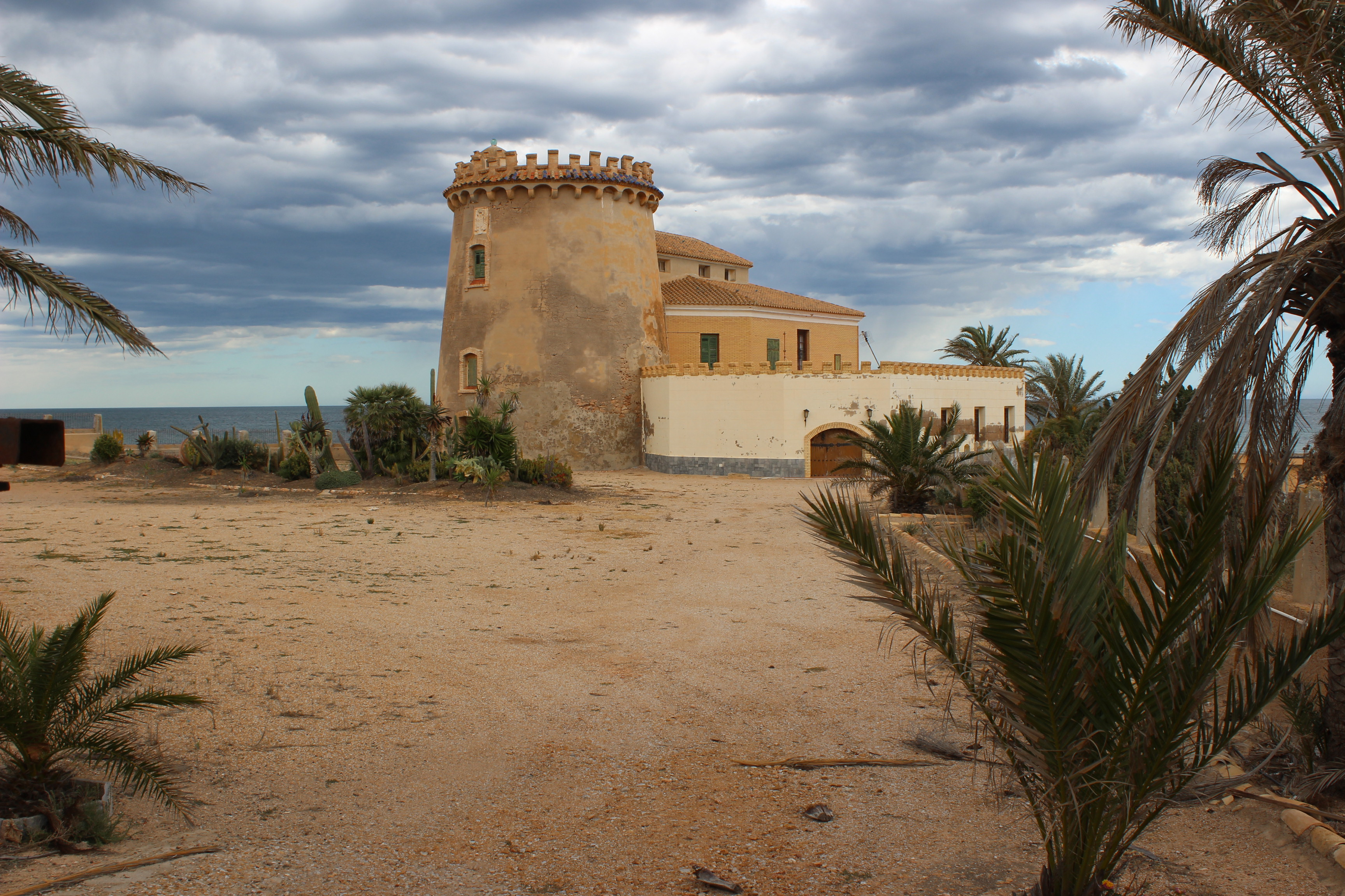 Like many watchtowers along the coast it was built as a defence to warn against pirates