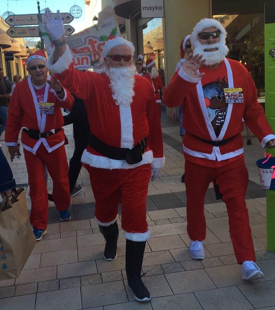 Santa's little walkers raise 1000 euro for Pink Ladies