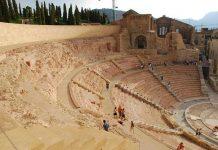 Catedral vieja y auditorium teatro roman (CC BY-SA 2.0) by Jose Felipe Ortega