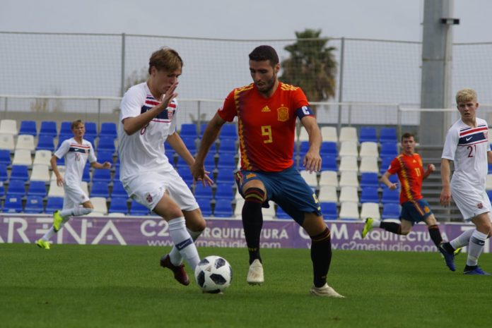 The former Atlético Madrid defender, Santi Denia, is back at Pinatar with Spain U-19-s