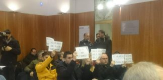 Local Police disrupt Orihuela Plenary