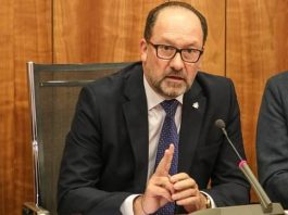Orihuela Mayor spends public money on leadership poll