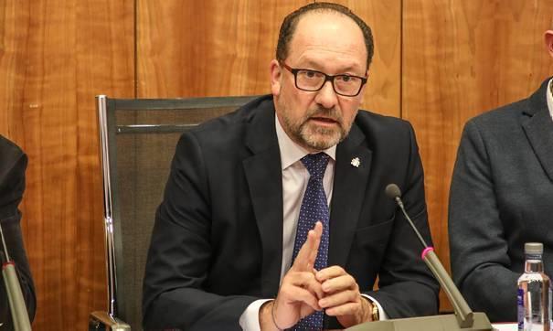 Orihuela Mayor spends public money on leadership poll