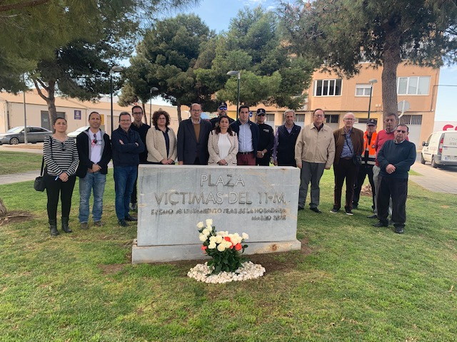 Pilar de la Horadada pays homage to the victims of 11M