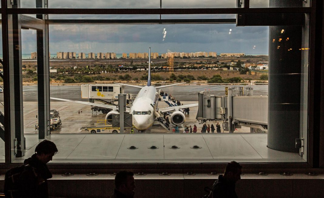 Airlines rush to reopen slots at Alicante Airport