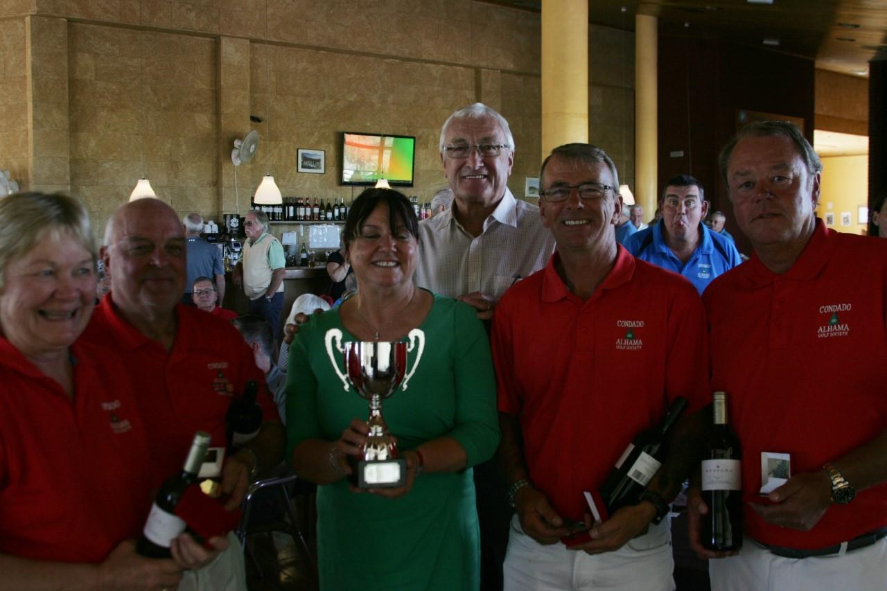 Angela Skinner presents the Golf Trophy