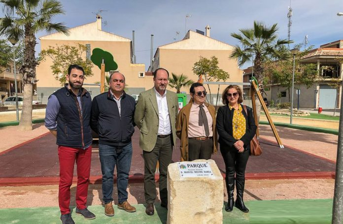 Orihuela's Far Right military man Retired Lieutenant General Manuel Mestre Barea, with the mayor and Orihuela Councillors