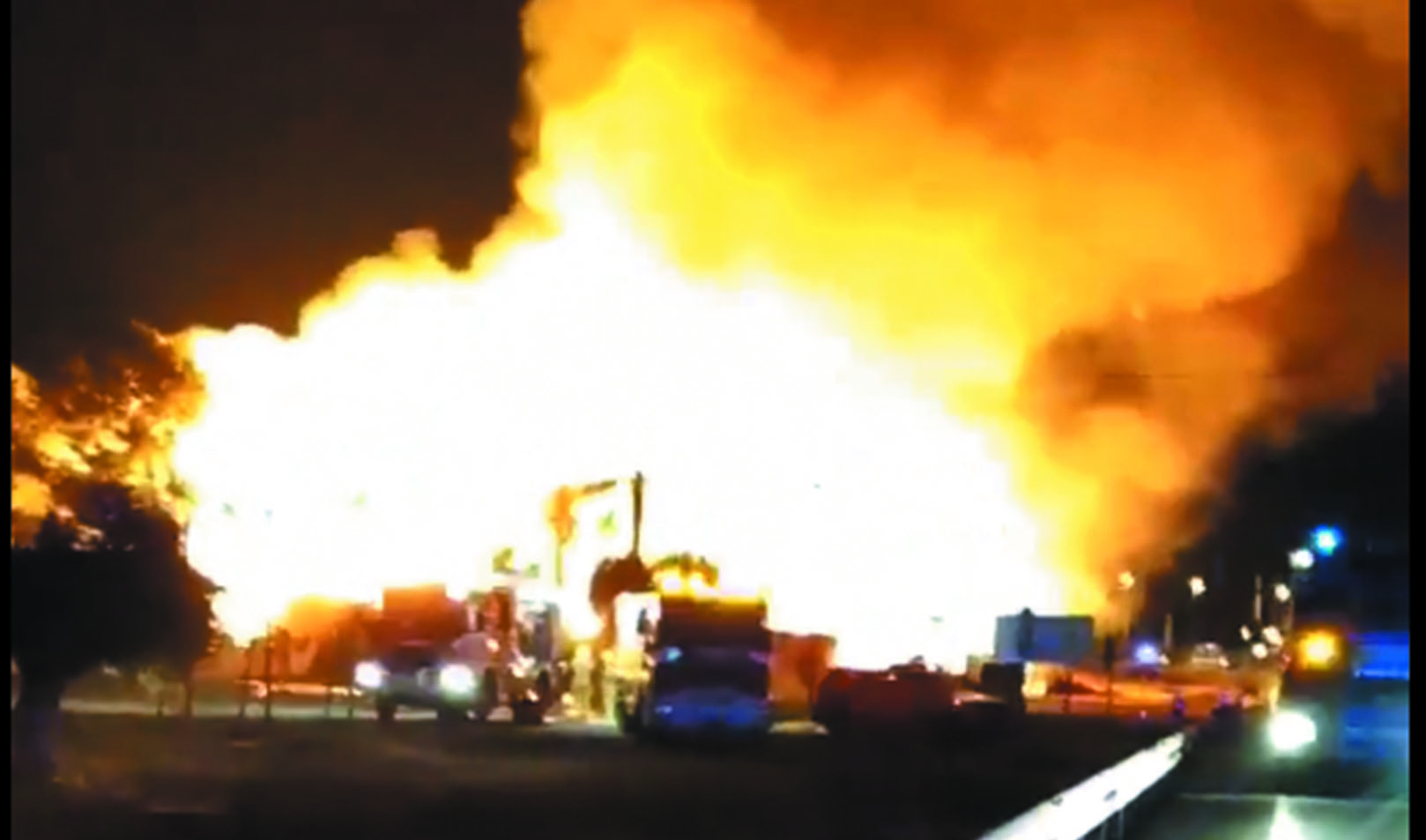 Fire destroys a DIY store in Pilar de la Horadada