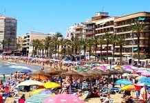 Torrevieja beaches without sunbeds over Easter