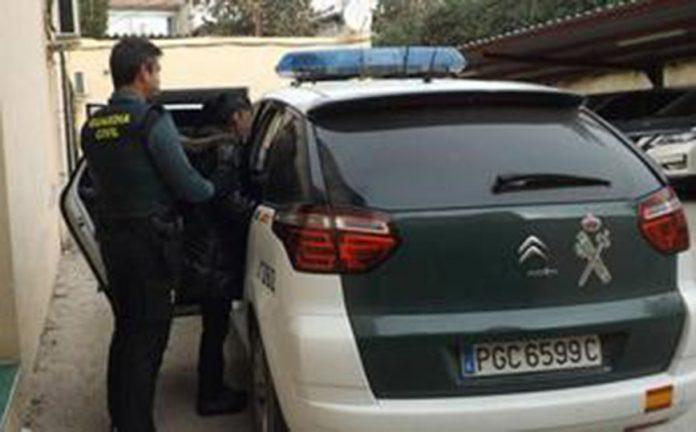 Guardia putting girl into car
