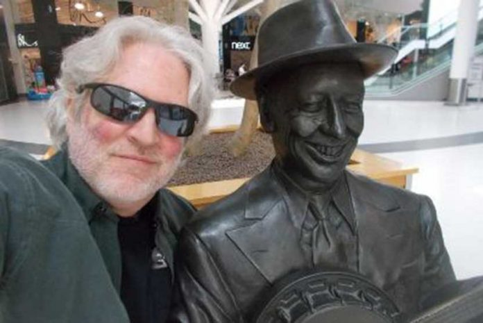 It's Turned Out Nice Again as music star Dean Friedman pays tribute to ukulele legend Formby