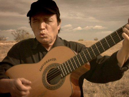 Whistling guitarist Curro Savoy.
