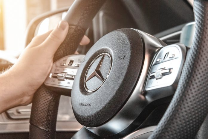 Top 5 Reasons To Hire A Luxury Car