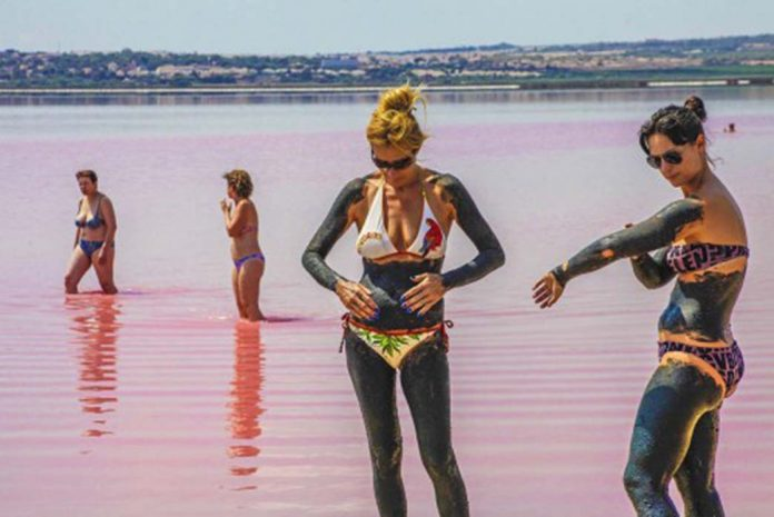 Six hundred euro fine for taking mud bath in Torrevieja Salinas