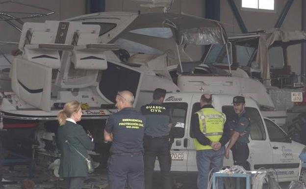 Boat explosion in La Ribera injures two men