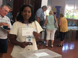 Helene Akerman, President of C.L.A.R.O., voting on 26 May