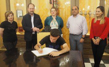 José David signing the book of honour