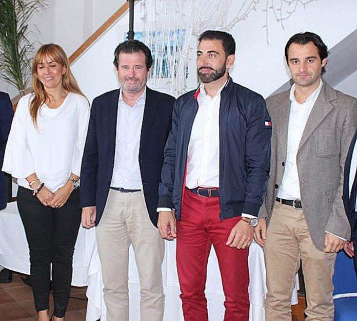 Ciscar, 2nd left, with Sofia Alvares, Damaso Aparicio and His successor, Eduardo Dolon